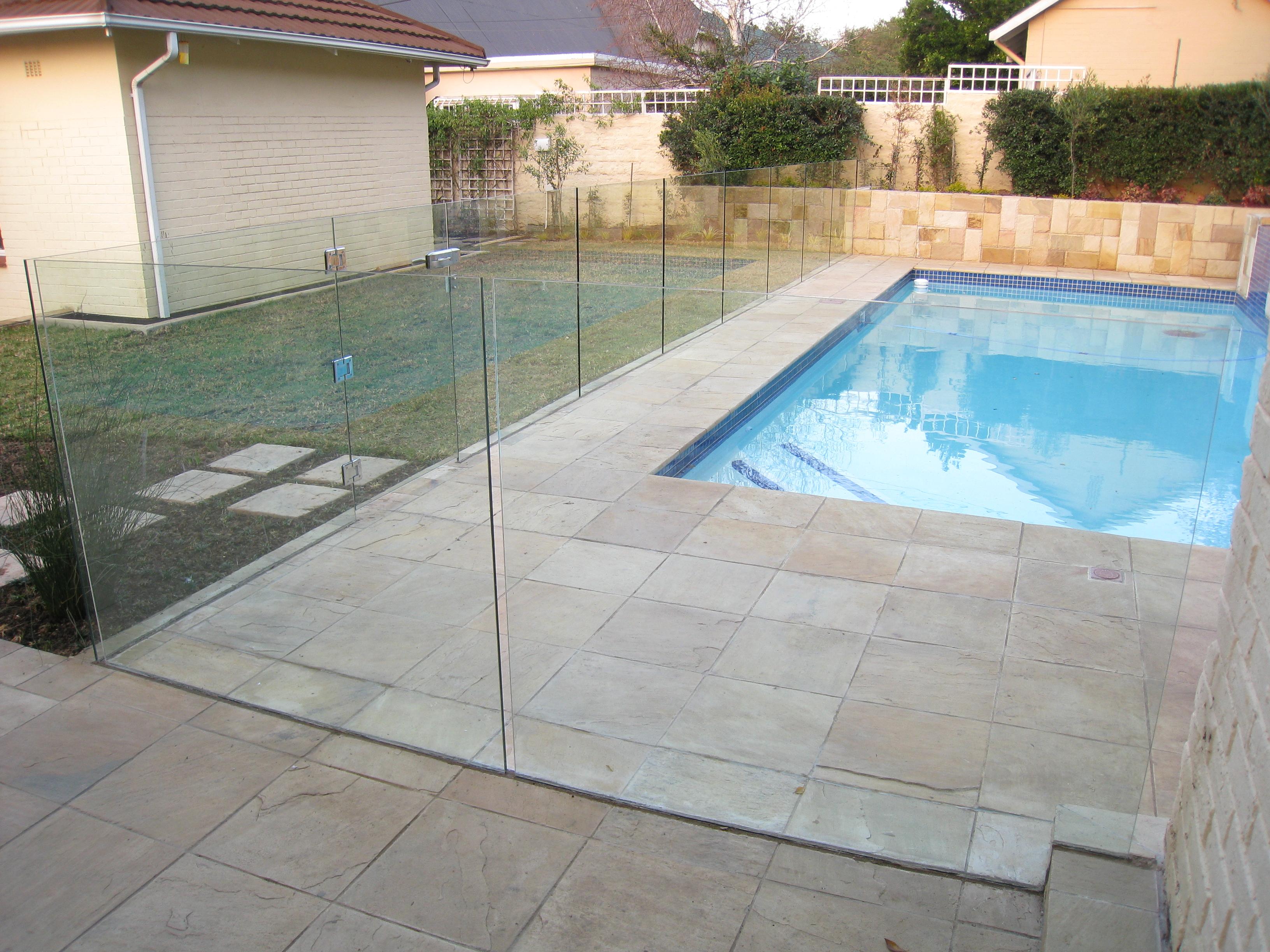 Frameless glass balustrades swimming pool glass fence for Pool design johannesburg